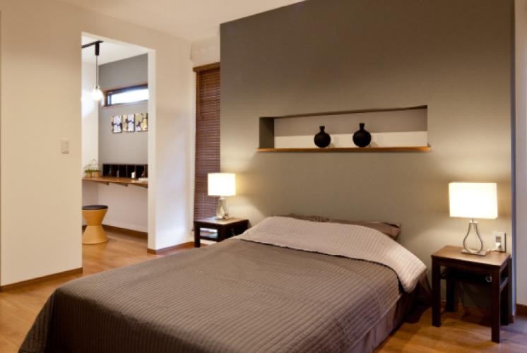 寝室横にはウォークインクローゼット。その隣にはドレッサーにも趣味スペースにもできるミセスコーナー。